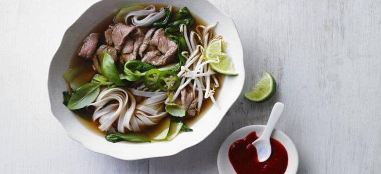 Vietnamesische Pho-Suppe