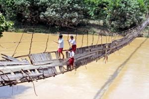 Schwer beschädigte Brücke in Lebak, Indonesien