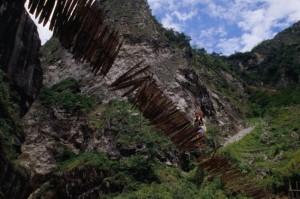 Hängebrücke über dem Baliem-Fluss