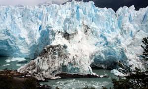 Der Gletscher versperrt den See